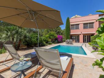 Spacious end of terrace townhouse in Mediterranean golf complex with private pool