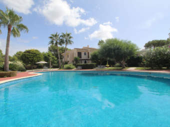 Beautiful ground floor apartment with garden close to the beach and a marina