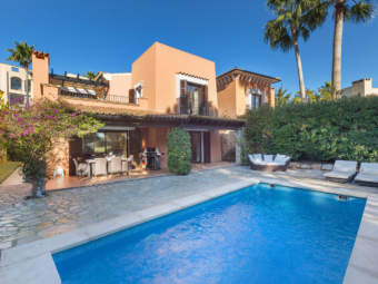 Attractive villa at the golf course in complex close to the beach and a marina