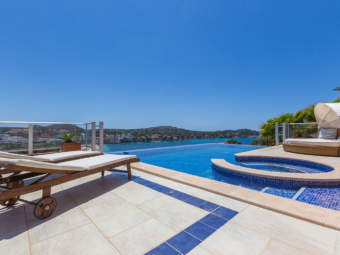 Top quality luxury villa in a centrally located residential area